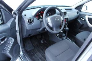 Панель прокатного автомобиля Nissan Terrano