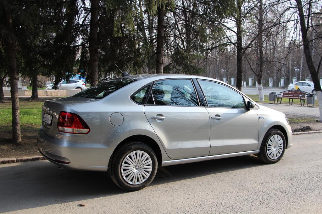 Автомобиль Volkswagen Polo Sedan